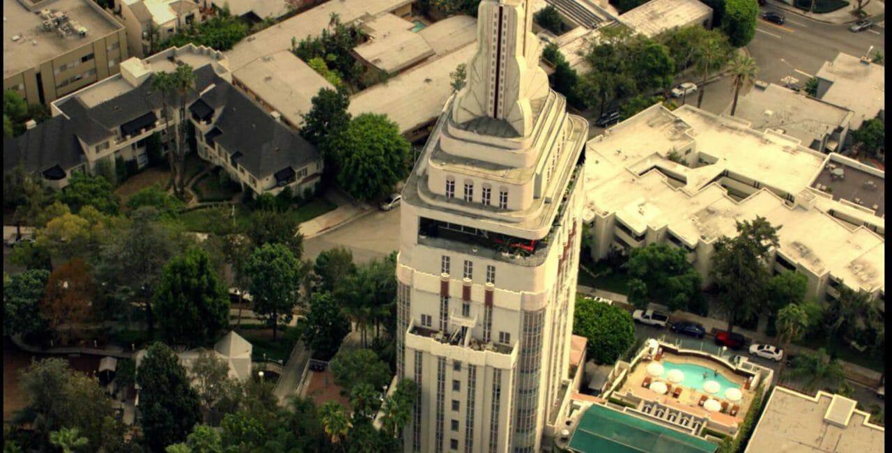 Scène à la Sunset Tower Hotel dans Lucifer